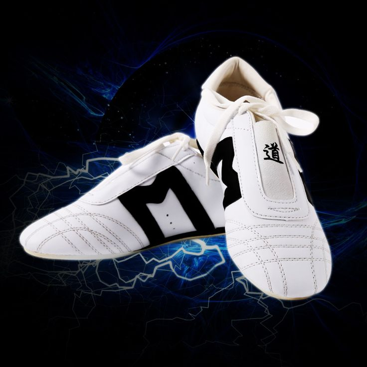 High quality taekwondo shoes Karate kick boxing shoes adult child taekwondo shoes and free with bags sports shoes foot protector