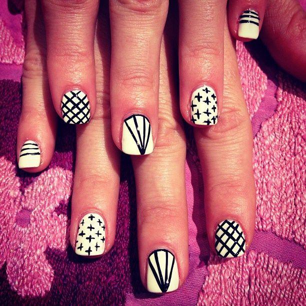 black & white nail art || zazumi.com