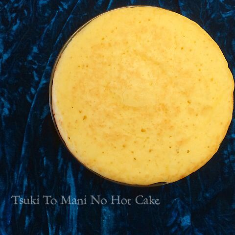 絵本《月とマーニ》の月をイメージして焼いた おっきなホットケーキです。