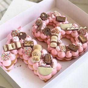 "495 Likes, 14 Comments - Adi Klinghofer (@adikosh123) on Instagram: ""מזל טוב ורוד ומתוק #gargeran #birthdaycake #pink #biscuit #chocolate #oreo #kinder"""