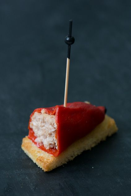 Stuffed piquillo peppers are one of the most typical pintxos of the Basque Country. We chose bonito for our stuffed piquillo peppers recipe, mixing it with