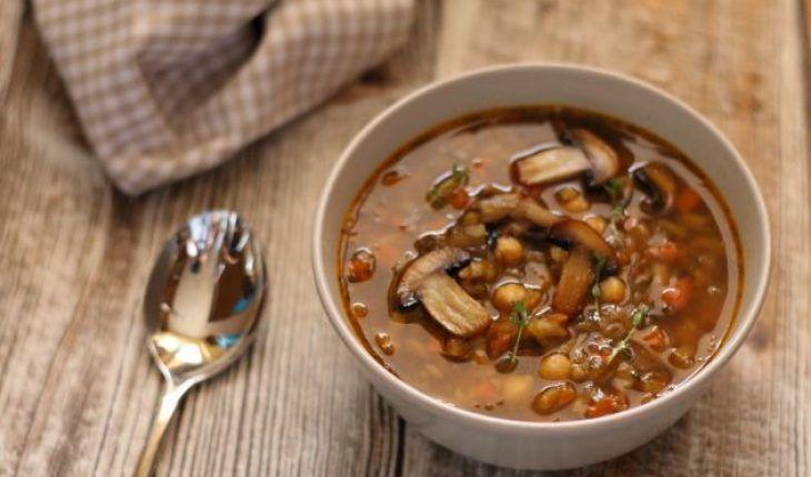 Zupa pieczarkowa z ciecierzycą