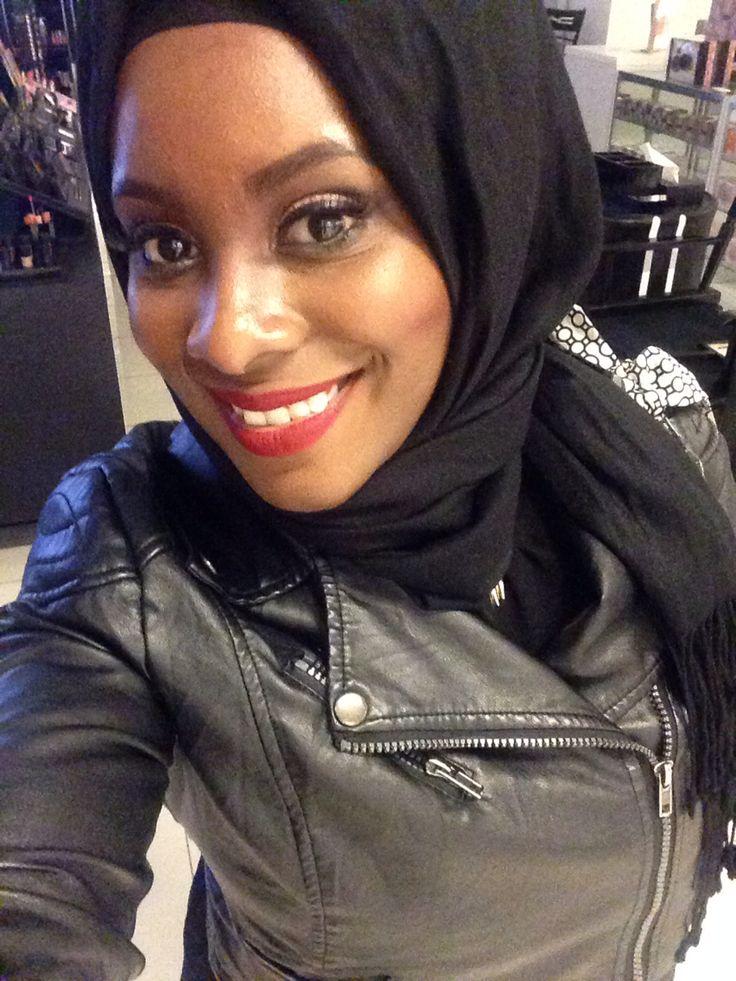 Hijab is beautiful. Red liquid Lipstick in Feels So Grand (MAC)