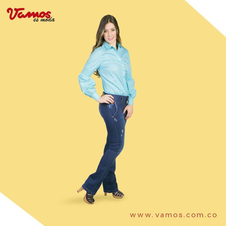 Los pantalones bota campana están en tendencia. Para verte muy elegante, acompáñalos de una camisa. Esta pinta es perfecta para un día de reuniones. Ve por ella a tu Vamos más cercano.