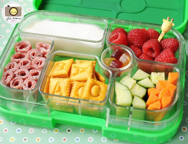 how to make your kid's lunch box healthy, appealing, and make your kid crave that healthy food! Much better than sticky slimy ziplock bags! Plus it's reusable.