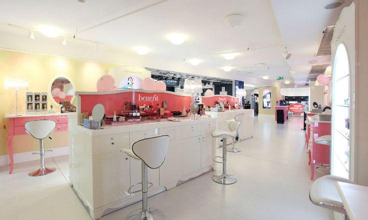 Benefit Cosmetics: miglior marchio di prodotti per sopracciglia - https://www.beautydea.it/benefit-cosmetics-miglior-marchio-prodotti-sopracciglia/ - Benefit Cosmetics festeggia il primo posto raggiunto nella vendita di prodotti per il trucco sopracciglia e organizza eventi dedicati a Milano.