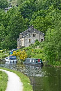 Rochdale Canal, Walsden | by Tim Green aka atoach