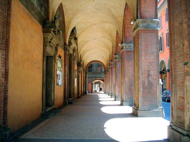 Bologna, orașul care poate fi vizitat în orice anotimp. Ghid complet – transport, cazare, obiective turistice – Irina Bartolomeu