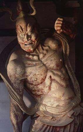 【奈良・法隆寺/中門金剛力士立像(711年)】守門の二王像の最古のものとして貴重なもの。 二像とも奈良時代末期に塑形しなおされている。阿行は表層が近世の漆喰で覆われており、吽形は体部の多くが室町時代に木彫で補作されている。