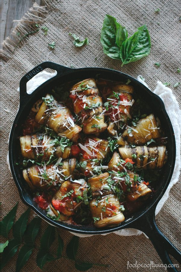 Foolproof Living I Eggplant Involtini: Thinly sliced eggplants filled with a delicious ricotta cheese based filling, rolled into a bundle, and cooked in an easy-to-make tomato sauce. #vegetarian #healthyeating