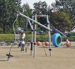 Nuori Suomi -lähiliikuntapuisto Lauttasaaressa Helsingissä // great, a bit different playground in Lauttasaari, Helsinki