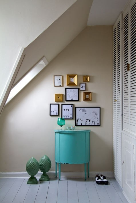 small cornerEntry Tables, Painting Furniture, Attic Spaces, Colors, Tiny Spaces, Small Spaces, Aqua, Frames Art, Bedrooms Ideas
