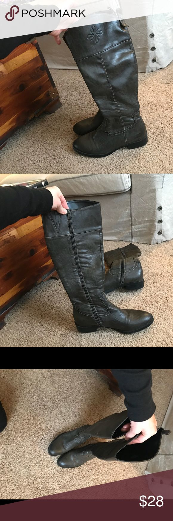 Simply Vera Wang boots size 7.5 Simply Vera Wang boots size 7.5. Great condition. They are a dark brownish/grey color. Simply Vera Vera Wang Shoes Combat & Moto Boots