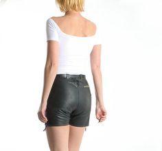 Jahrgang dunkel grün Leder Shorts / Hot von PastPerfectContinues