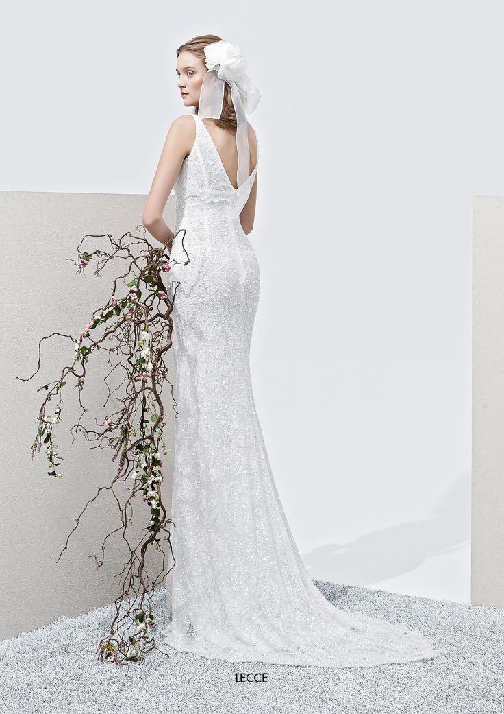 """Collezione Privée 2015 - Elisabetta Polignano Modello """"Lecce: sirena con scollo a V #wedding #weddingdress #weddinggown #abitodasposa"""