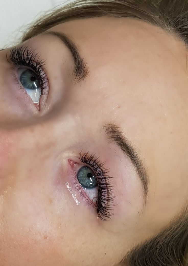Semi permanent eyelashes wake up in the morning and ready to go!