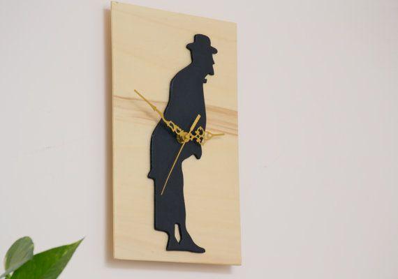 Hey, ho trovato questa fantastica inserzione di Etsy su https://www.etsy.com/it/listing/239553297/orologio-legno-toto-nero-e-legno