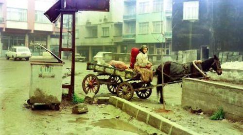 Atlı araba kullanan bir kadın (Güngören, 1980'ler) #istanbul #istanlook #oldpics #birzamanlar #80s