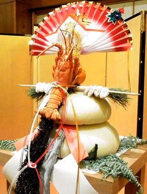 見よ! 重ね餅に串柿、昆布、伊勢海老、橙を盛ったこの勇姿。日本人の本懐、スタイルウォーズと見つけたり。ホテルオークラ東京にて。(深沢)【Numero TOKYO編集長 田中杏子】 http://lexus.jp/cp/10editors/contents/numero/index.html ※掲載写真の権利及び管理責任は各編集部にあります。LEXUS pinterestに投稿されたコメントは、LEXUSの基準により取り下げる場合があります。