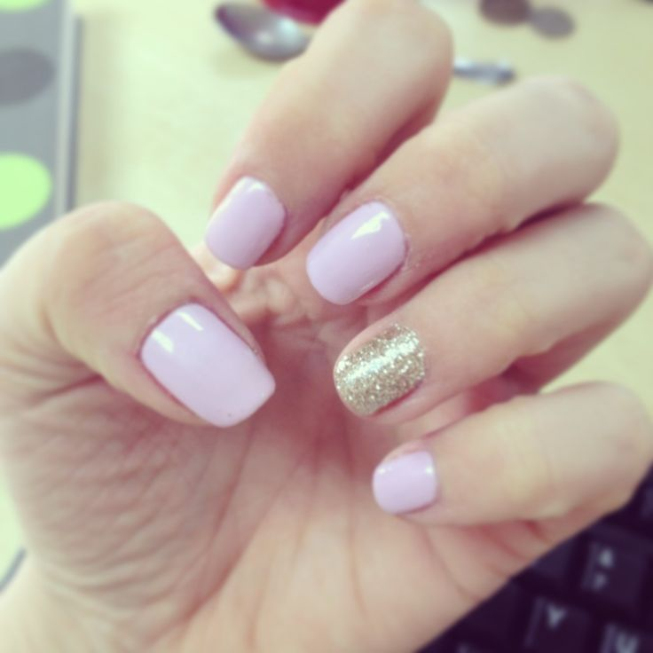 Shellac cake pop with gold feature nail |
