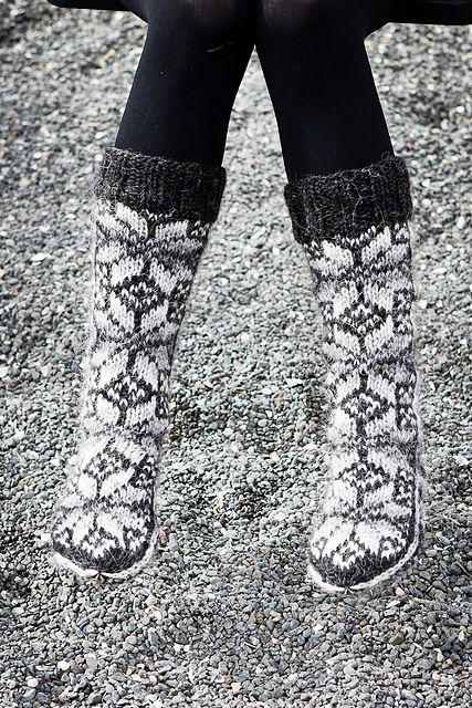 Ravelry: Varmi pattern by Hildur Sigurðardóttir #icelandic #knitting and #crochet #patterns #wool