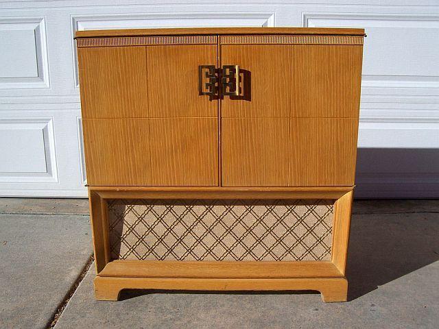 Vintage Mid Century 1950s Airline Oriental Style AM FM / Phonograph    $65.00 (