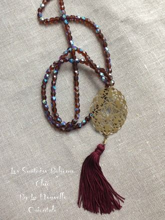Sautoir en perles à facettes bordeaux effet moiré bleuté estampe en laiton…