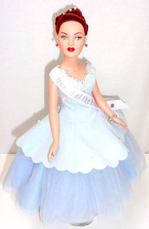 """Tonner Prom Queen Tiny Kitty Collier 10"""" Fashion Doll Stand LE300 MINT Box w/COA 