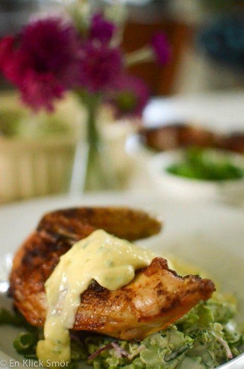 Ugnsstekt kyckling med broccolislaw och vitlöksmajonäs #lchf