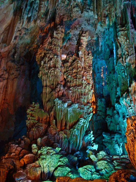Reed-Flute Cave - Gullin, China: Reed Flut Caves, Caves Guilin, Colors Combinations, Amazing Colors, Flutes Caves, Colors Affection, Reed Flutes, Awesome Places, China Amazing