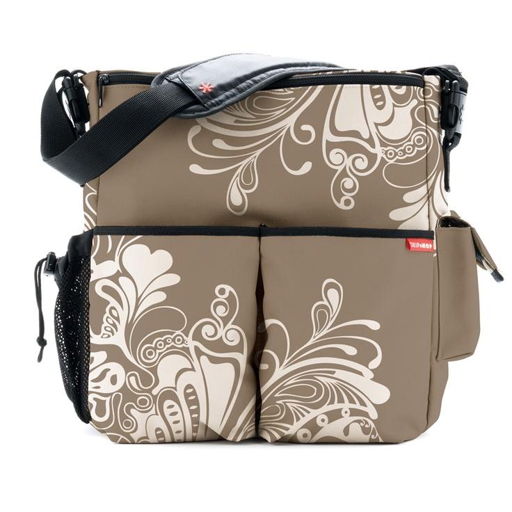 El bolso Skip Hop Duo Ibiza es Innovador, versátil, elegante, duradero. El único bolso de pañales que siempre te acompañará. Cuelga fácilmente del cochecito. Se convierte fácilmente en bandolera.