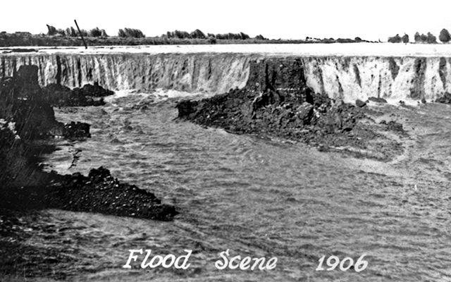 El lago más grande California, el Salton Sea (casi el doble de superficie del Tahoe, que lo sigue), fue creado en 1905 como consecuencia de un error  de ingeniería. El río Colorado se rebalsó, arrasó con un dique del Canal Imperial y escurrió durante dos años a través de dos arroyos que solían ser estacionales, hasta llenar la cuenca de Salton