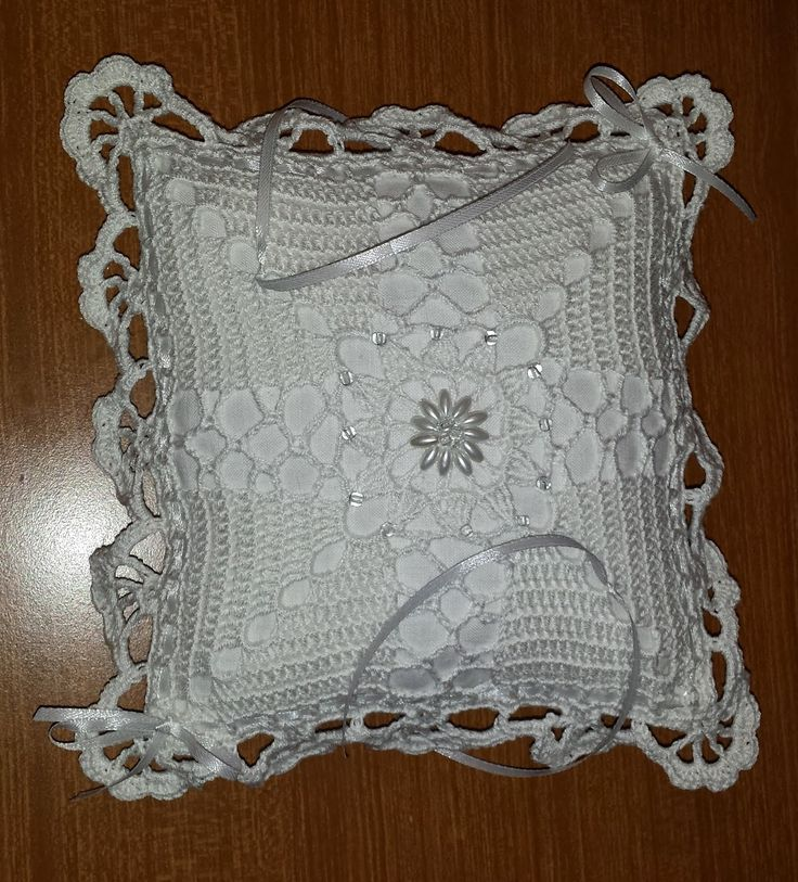 Uncilandia: Cuscino portafedi all'uncinetto.............pillow...