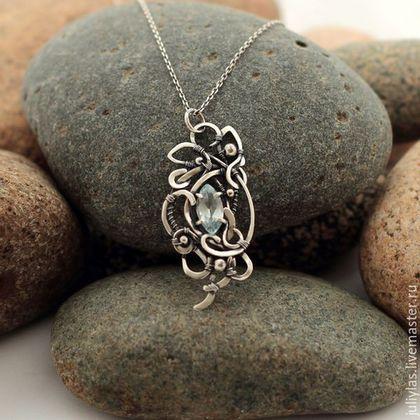 Нежный, ажурный кулон с топазом - это оригинальный и красивый подарок себе или близким людям на каждый день или для праздника, дорогое украшение, кружево из металла, камни в серебре, узоры из серебра,