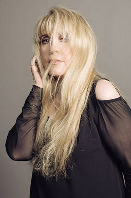 a great Stevie   ~ ☆♥❤♥☆ ~   photo with a super article about her style, past and future etc ~ https://noisey.vice.com/en_us/article/float-in-like-a-goddess-the-unsinkable-stevie-nicks?utm_source=noiseytwitterus