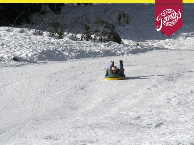 La vacanza sulla neve perfetta: percorsi di ciaspe in compagnia per scoprire l'Altopiano di Asiago e gastronomia locale. Nelle nostre vacanze trovi il meglio per te e le tue passioni.