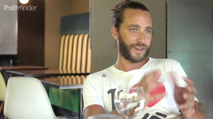 Ένας από τους ικανότερους και πιο έμπειρους bartender στο σημερινό επεισόδιο της ομώνυμης σειράς μας! Αλήθεια, πόσοι μπορούν να περηφανεύονται ότι είναι δεύτερη γενιά bartender? http://www.fnl-guide.com/gr/el/the-bartenders/giannis-petris/
