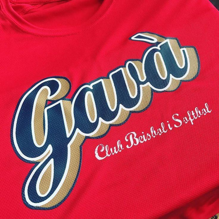 camisetas personalizadas baratas impresas en serigrafía o vinilo textil.