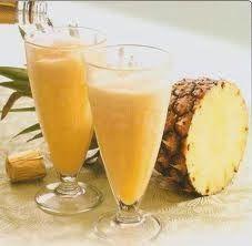 Que refrescante !!!!!   Ingredientes para seis copas   100 gramos de azúcar  300 gramos de piña fresca (reservaremos una rodaja cortada en t...