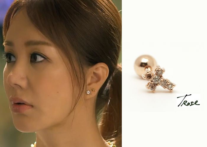"Uhm Jung Hwa in ""Witch's Romance"" Episode 9.  TRose 14K Rosegold Diamond Cross Earrings #Kdrama #WitchsRomance #마녀의연애 #UhmJungHwa #엄정화"