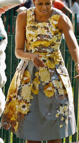 FLOTUS: Lady Michelle, Lady Michele, Michele Obama Styles, Flower Dresses, Michelle Obama Styles, Michele Obama Dresses, Michelle Obama Fashion Dresses, Obama Families, Floral Dresses