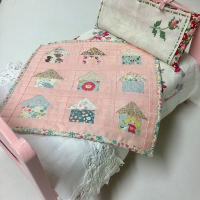 @JinaBarneyDesignz created this mini quilt with Jill Howarth's Goldilock's collection for Riley Blake Designs.