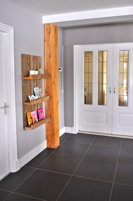 glas in lood tussendeuren in woonboerderij | wooden beam and stained glass doors