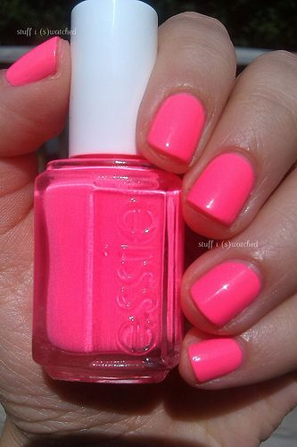 What a perfect summer color! Bright pink nails - Punchy Pink by Essie