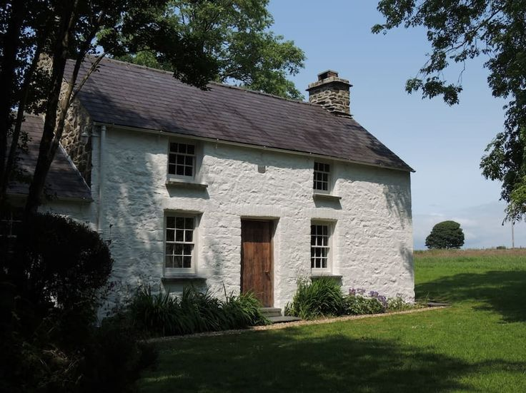 House in Carmarthen, United Kingdom.     Escape the crowds and enjoy a romantic retreat in this rustic cottage. Set in the peace and tranquility of rural Carmarthenshire within easy reach of both Pembrokeshire & Cardiganshire beaches, this cottage is dog friendly sleeps 4           B...