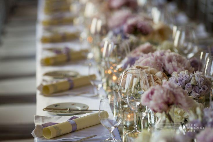 #FLORALIADECOR #StudioFotograficoRighi #LongTableEquipment #FloralDecorations