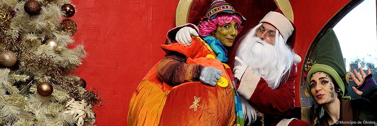Este ano, a Óbidos Vila Natal conta com verdadeiros artistas de circo para animar os seus visitantes.  A sua família não vai resistir a tanta cor! #viagensevantagens #viaverde #Portugal #Óbidos #vilanatal #família
