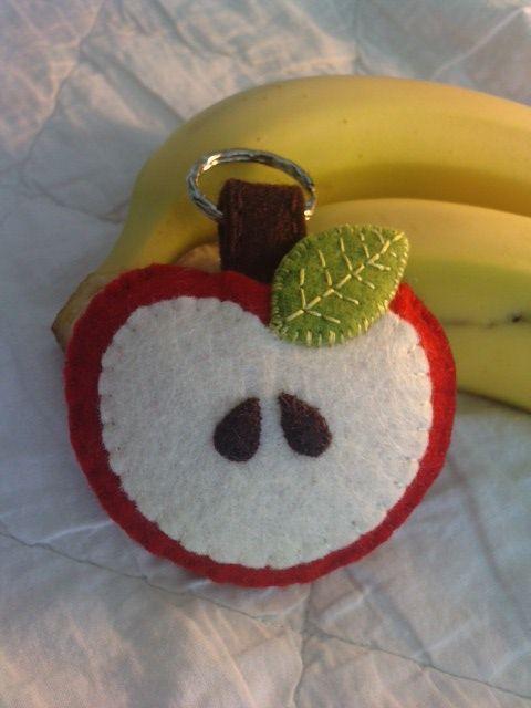 Porte-clé pomme en feutrine de laine