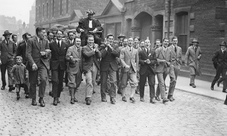 50 stunning Olympic moments: No8 Eric Liddell's 400 metres win, 1924 | Eric Liddell is carried round the streets after his Olympic victory in the 400m in 1924. Photograph: Topical Press Agency/Getty Images