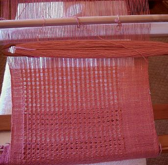 Learning how to weave on a rigid-heddle loom is easier than you think with this expert, free advice page on weaving looms for beginners! #rigidheddle #weaving #looms